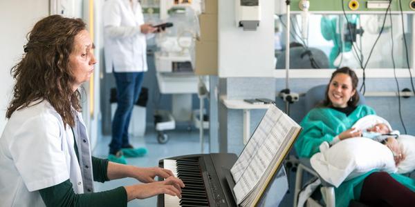 Musicoterapia per a neonats