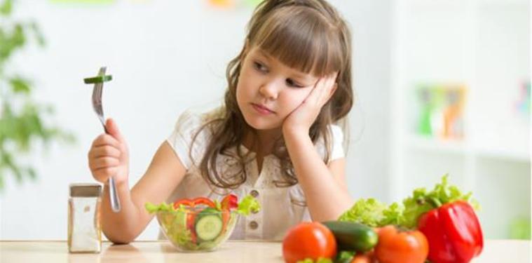 10 consejos para enseñar a comer de todo